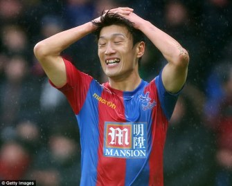 33A684B400000578-3575171-Lee_Chung_yong_has_been_hit_with_a_club_fine_for_criticising_Ala-m-4_1462484785622